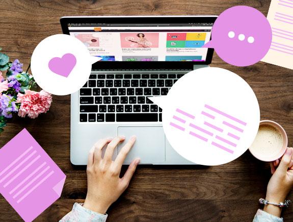 Ruke na stolu na kom je laptop, u jednoj ruci je šoljica sa kafom