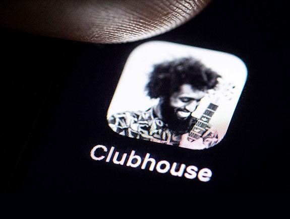 Crnac sa čupavom frizurom, Clubhouse